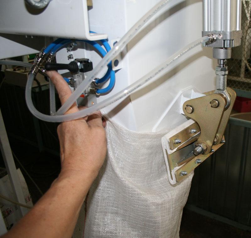 Дозатор Д-03 с пневмозажимом для фасовки сыпучих продуктов